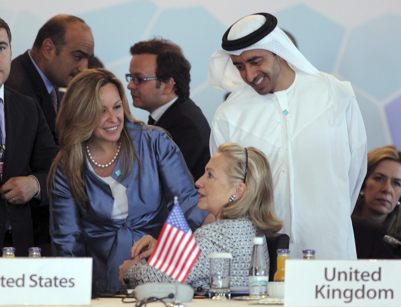 На совещании контактной группы по Ливии (Л-П): Тринидад Хименес (Испания), Хиллари Клинтон и Абдулла бин Зайед Аль Нахьян (ОАЭ). Стамбул 15/07/2011