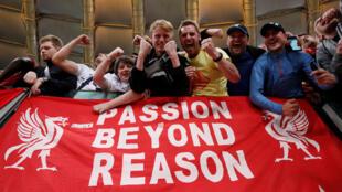 Des supporters du club anglais de Liverpool, le 2 mai 2018 à Rome.