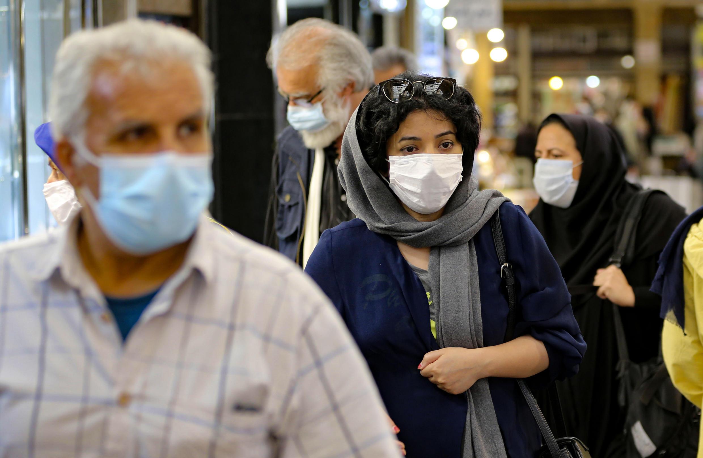 وزارت بهداشت ایران، روز دوشنبه ۱٩ آبان، از شکسته شدن مجدد رکورد آمار ابتلا و مرگ و میر ناشی از کرونا در کشور خبر داد و اعلام کرد که در شبانه روز گذشته، ۱۰ هزار و ۴۶٣ بیمار جدید مبتلا به کرونا شناسایی شده اند