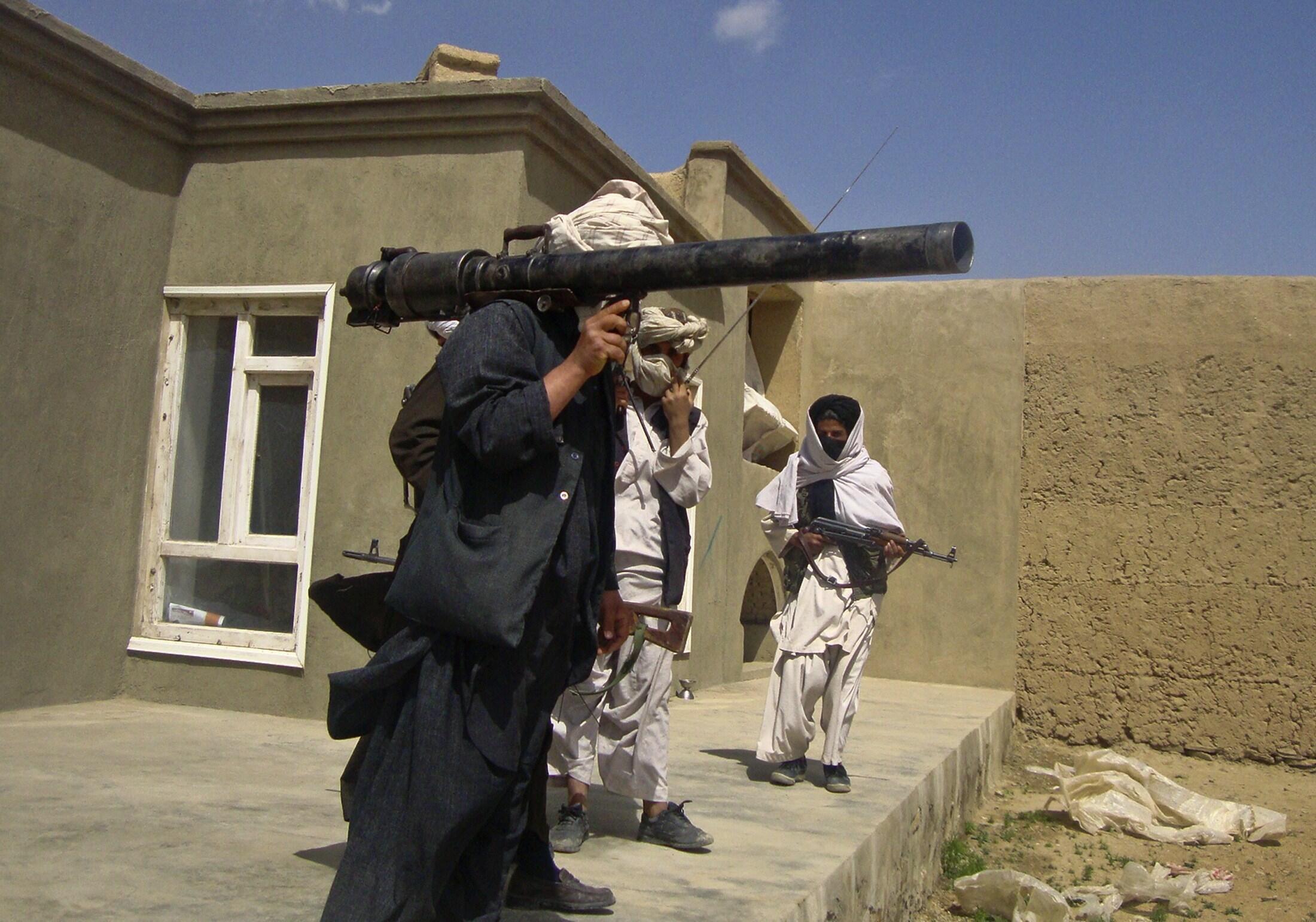 Wanajeshi wa Taliban wakiwa katika harakati za mashambulizi