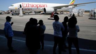 """Máy bay của hãng hàng không Ethiiopia chở viện trợ Trung Quốc đến Venezuela ngày 28/03/2020. Ethiopia đóng vai trò đặc biệt trong chiến lược """"y tế"""" Covid-19 của Trung Quốc. Ảnh minh họa."""