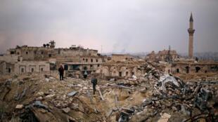 """خرابههای هتل """"کارلتون"""" در بخش قدیمی شهر حلب، کهنترین شهر سوریه که به تلی از خاک بدل شده"""