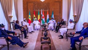 Shugabannin kasashen ECOWAS tare da takwaransu na Mali, Ibrahim Boubacar Keita