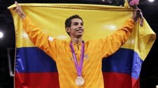 Óscar Muñoz tras recibir su medalla de bronce.