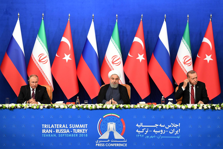 Vladimir Putin, Hassan Rohani e Recep Tayyip Erdogan em conferência de imprensa no final da sua cimeira tripartida esta sexta-feira 7 de Setembro em Teerão.