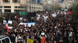 Raia wa Iran wakiandamana Tehran kupinga mauaji ya kamanda wa juu, Jenerali Qassem Soleimani, aliyeuawa katika shambulio la anga la Marekani, Januari 3, 2020.