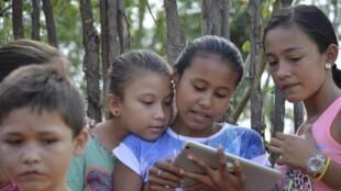 Bibliotecas Sin Fronteras lleva el conocimiento a lugares apartados donde el acceso es difícil.