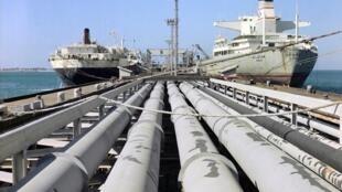 پایانه صادرات نفتی ایران در جزیره خارک