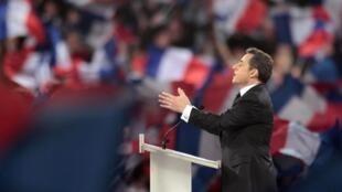 Nicolas Sarkozy frente a cientos de miles de simpatizantes en Villepinte cerca de París, este 11 de marzo de 2012.