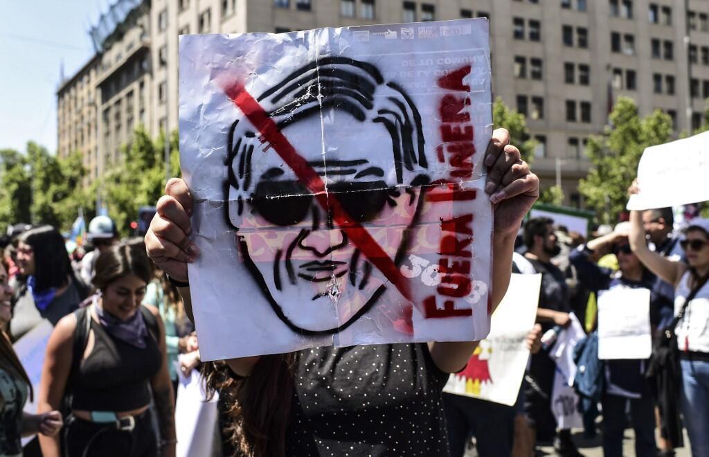 Manifestation dans les rues de Santiago, contre le président en place, Sebastien Pinera, le 30 octobre 2019