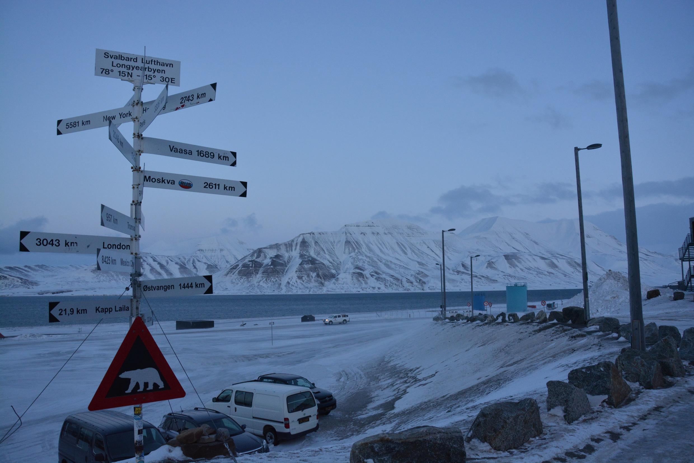 Vista desde el aeropuerto de Longyearbyen.