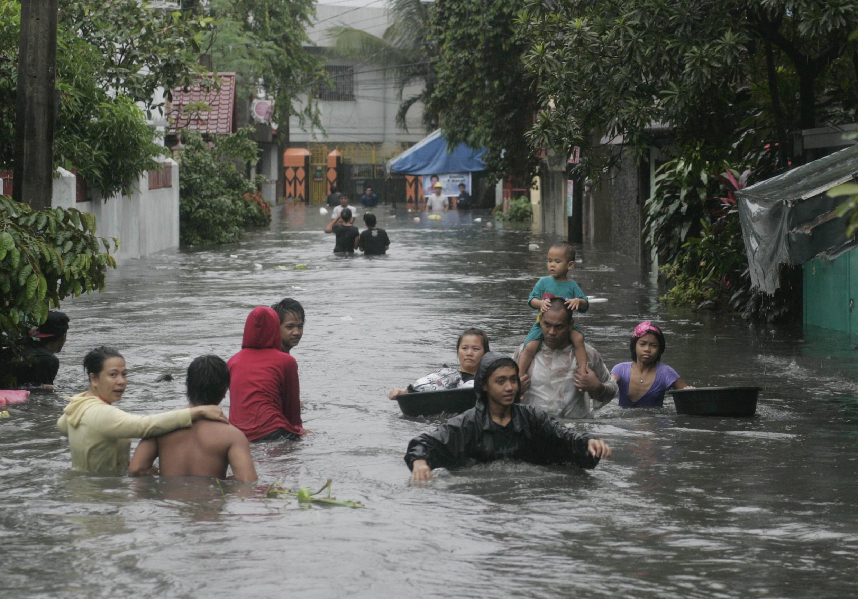Manille, le 7 août 2012. L'eau a envahi les rues de la capitale philippine, les habitants sont pris au piège, et 68 d'entre eux vont périr.