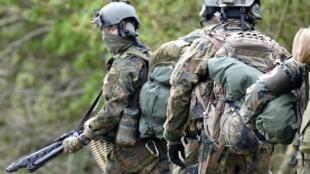 Les commandos du KSK, ici en mai 2017, sont pointés du doigt en Allemagne pour leur proximité avec les milieux d'extrême droite.