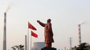 Tượng Mao Trạch Đông tại Vũ Hán. Ảnh tư liệu ngày 06/03/2013.