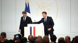 Le président Macron en compagnie de François Baroin, président de l'Association des maires de France, à l'Élysée le 20 novembre 2019.