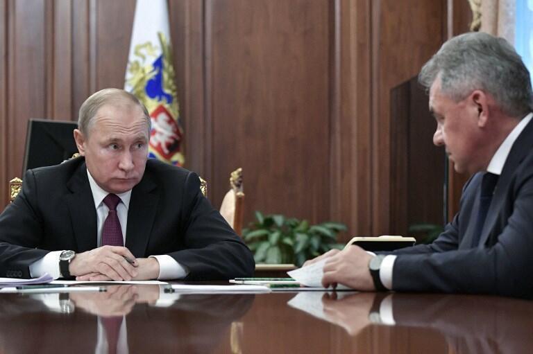 Vladimir Poutine et Sergueï Choïgou, son ministre de la Défense, à Moscou, le 2 février 2019.