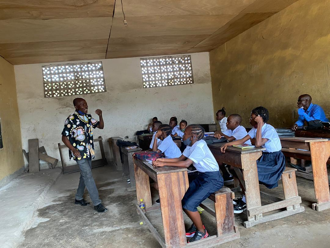 Une poignée d'élèves le jour de la rentrée des classes de 2020 dans une école publique de Kinshasa.
