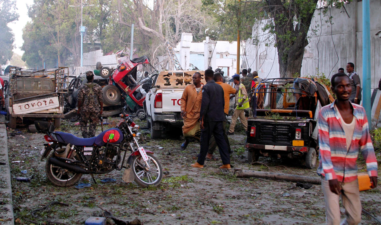 Près de l'hôtel Nasa Hablod, suite à l'explosion d'une voiture piégée, samedi 28 octobre 2017.