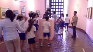 Visita escolar a la exposición 'Rodin 1900', Museo Histórico de Acapulco, Fuerte de San Diego.