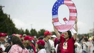 QAnon-Trump