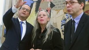 French President Francois Hollande, chief curator Anne Baldassari and director Laurent Le Bon look at creations by Pablo Picasso , in Paris October 25, 2014