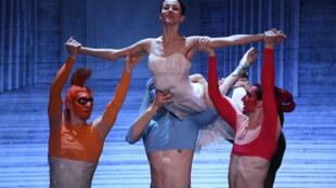 Les danseurs de la compagnie russe de ballet du théâtre Mariinsky jouent sur la scène du théâtre Erkel à Budapest, le 21 avril 2019, au cours d'une répétition du titre «Cendrillon», composé par le Russe Sergueï Prokofiev.