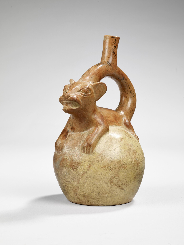 Botella en forma de puma, terracota, 100 A.C. - 700 D.C.