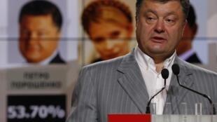 O magnata Petro Poroshenko, novo presidente ucraniano, durante coletiva em Kiev, nesta segunda-feira (26).