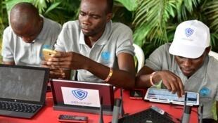 Des visiteurs au Africa Web Festival d'Abidjan, en novembre 2016.