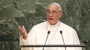 Papa discursando na assembleia geral da ONU, em Nova Iorque, a 25 de septembro de 2015.