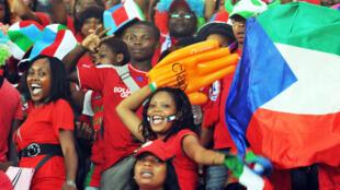 Hinchas ecuatoguineanos durante la CAN 2012.