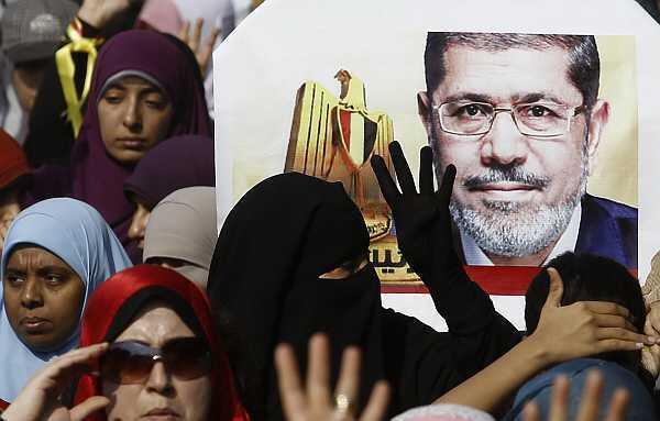 Các thành viên Huynh Đệ Hồi Giáo ủng hộ cựu Tổng thống Ai Cập Mohamed Morsi biểu tình ở Maadi, ngoại ô phía nam Cairo, ngày 01/11/ 2013