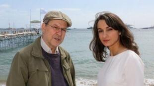 """Le réalisateur algérien Merzak Allouache avec son actrice Adila Bendimerad lors de la présentation de son film """"Le Repenti"""" à la Quinzaine des réalisateurs"""" à Cannes."""