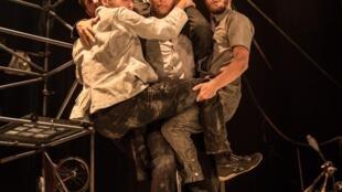 Photographie du spectacle «Machine de Cirque» à La Scala, Paris.