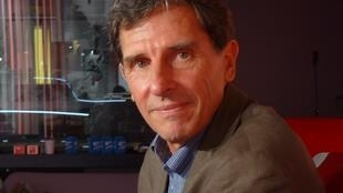 El escritor argentino Eduardo Fernando Varela en RFI