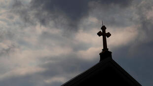 """Cơn bão """"ấu dâm"""" đang đổ xuống giáo hội Công Giáo bang Pennsylvania Mỹ. Ảnh: Nóc một nhà thờ ở Pittsburgh, Pennsylvania, Mỹ, chụp ngày 14/08/2018."""