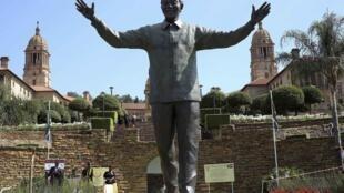 比勒陀利亚曼德拉雕像 2014年12月5日