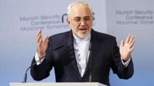 Ministan harkokin wajen kasar Iran Mohammad Javad Zarif, ya yin jawabi gaban komitin tsaro a Munich da ke kasar Jamus