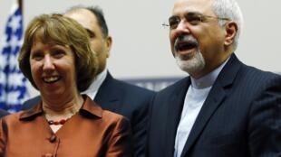 A chefe da diplomacia europeia, Catherine Ashton com o ministro das Relações Exteriores do Irã, Mohammad Javad Zarif. 24 de novembro de 2013