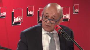 Жан-Ив Ле Дриан в студии радиостанции France Inter