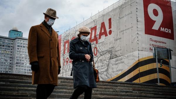 Dans le centre de Moscou, des affiches pour le défilé du 9 mai pour célébrer le 75ème anniversaire de la victoire sur l'Allemagne nazie, qui a dû être annulé.