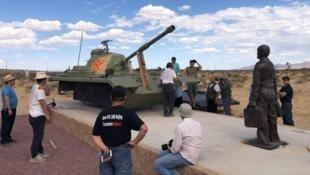 为纪念八九六四30周年而在洛杉矶自由雕塑公园内即将安装好的坦克人雕塑