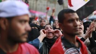 Los partidarios del movimiento islamista Hermanos Musulmanes mantienen la toma de la Plaza Tharir de El Cairo.