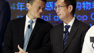 Le confondateur d'Alibaba, Jack Ma (à gauche), passera la main l'an prochain au directeur général du groupe, Daniel Zhang (à droite). Photo: Pékin, 2015.
