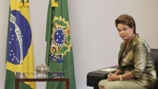 A presidente brasileira Dilma Rousseff embarca na manhã desta segunda-feira para Mondevidéu.