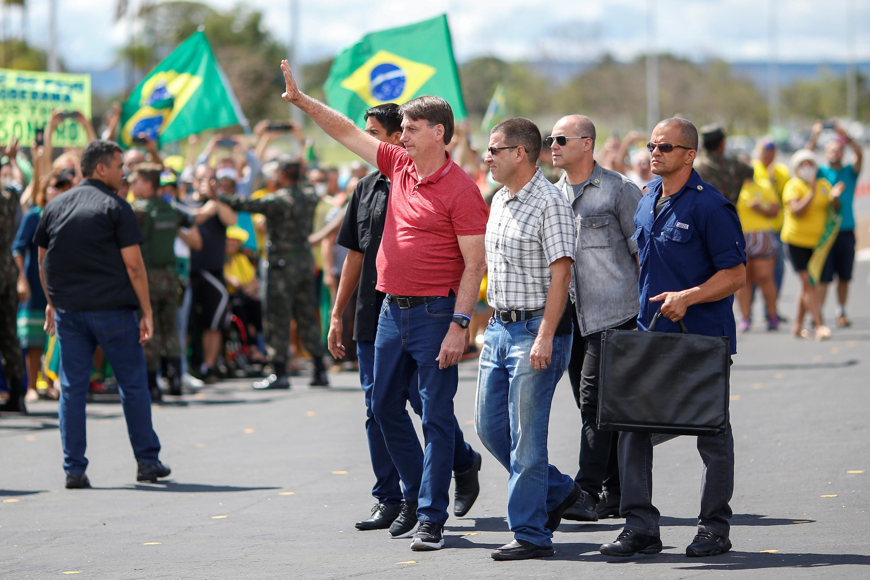 2020-04-19T000000Z_507753037_RC2V7G996DW2_RTRMADP_3_HEALTH-CORONAVIRUS-BRAZIL