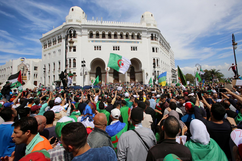 Манифестанты в столице Алжира, 17 мая 2019.