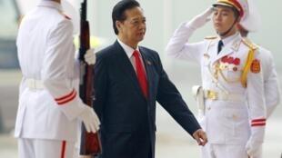Thủ tướng Việt Nam Nguyễn Tấn Dũng (G) đến dự Đại hội Đảng lần thứ 12, Hà Nội, ngày 21/01/2016