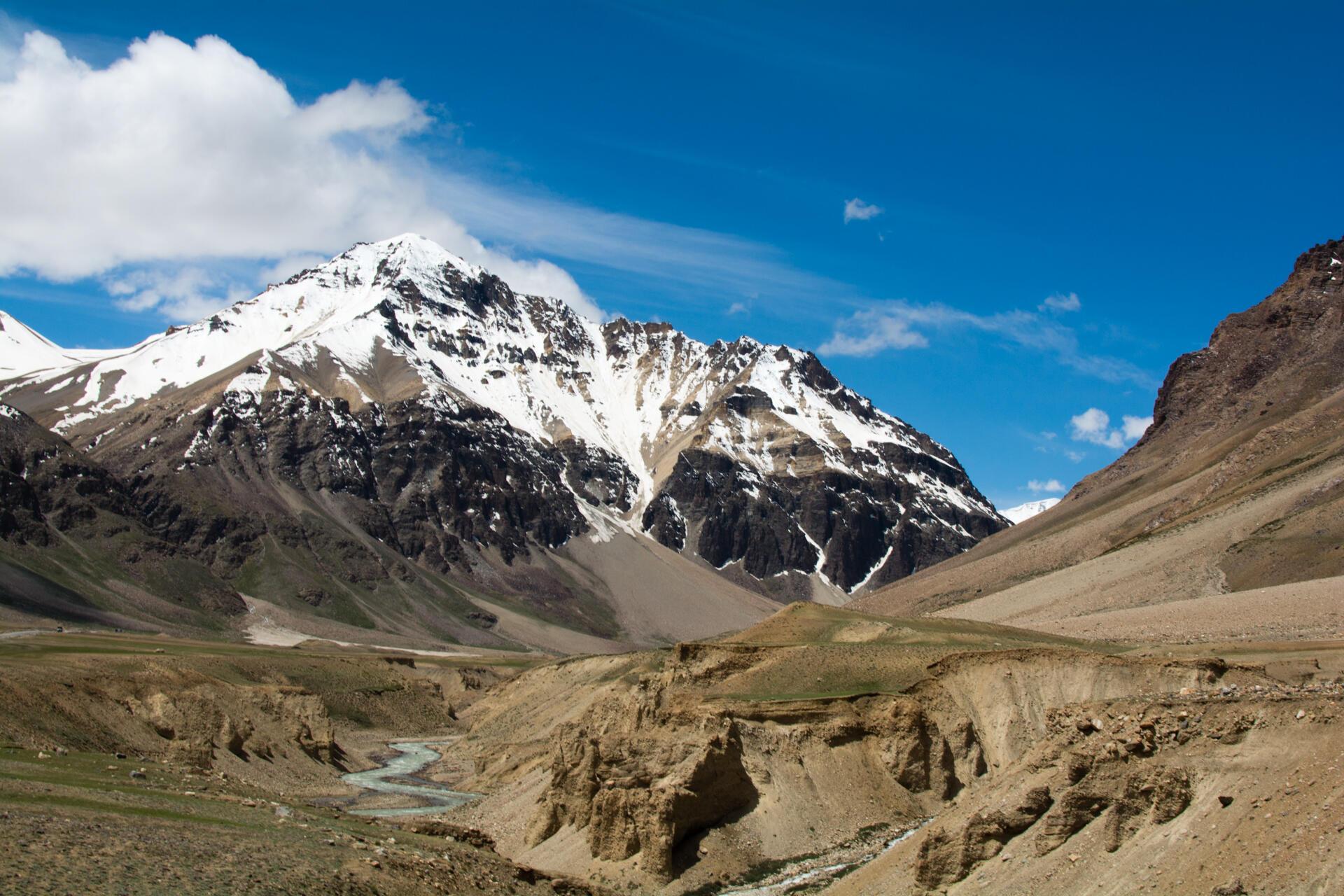 Les glaciers fournissent 90% de l'eau à la population. Chaque village se situe sous l'un d'entre eux. Mais le réchauffement de la température fait fondre cette ressource.