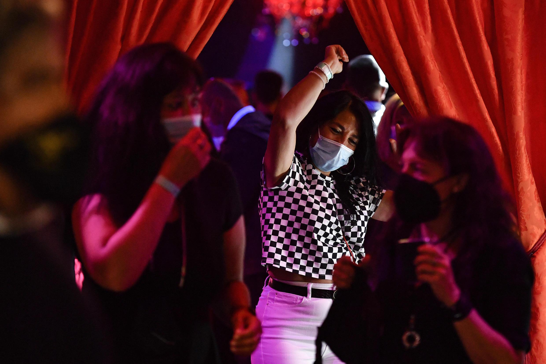 espagne covid boite de nuit discothèque sitges fête